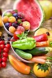 La consumición sana, nutrición se basa en una variedad de frutas y verduras Fotografía de archivo