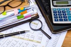 La contabilidad financiera del negocio calcula imagenes de archivo