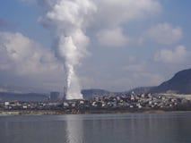 La contaminación de la naturaleza - fume de los tubos Imagenes de archivo