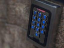 La contraseña electrónica digital del acceso de la puerta protege el sensor de la seguridad fotos de archivo libres de regalías