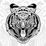 La copie noire et blanche de tigre avec les modèles ethniques de zentangle Images stock