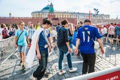 La coppa del Mondo 2018 della FIFA I fan giapponesi vanno all'area del fan sul quadrato rosso Immagini Stock