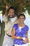 la coppia dell'afroamericano passa la holding Fotografie Stock