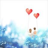La coppia dell'amante del fumetto sta sedendosi sull'oscillazione rossa del pallone del cuore, essendo sul fondo del cielo, il co Immagini Stock