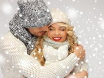 La coppia della famiglia in un inverno copre Immagini Stock Libere da Diritti