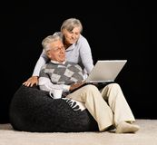 La coppia senior sta lavorando Immagini Stock