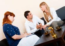 La coppia sposata si consulta allo psicologo Fotografie Stock Libere da Diritti