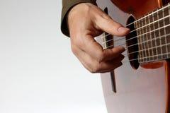 La corda che gioca il primo piano classico della chitarra Immagini Stock