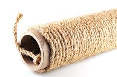 La corda si ferireisce su un tubo di cartone Immagine Stock