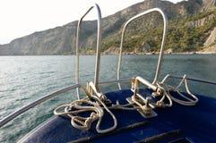 La corde d'amarrage du bateau de mer Photos stock