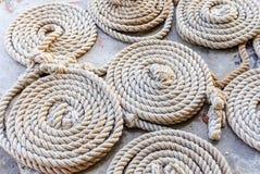 La corde de cercle préparent pour la fourmi de voile le port Photo stock
