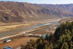 La Corea del Nord di fronte alla città cinese di Tumen Immagine Stock