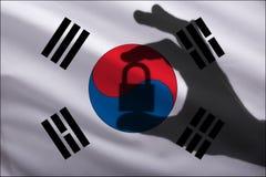 La Corea ha chiuso la serratura nella mano L'importazione e l'esportazione delle merci dal mercato mondiale di commercio è proibi immagine stock libera da diritti