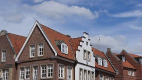 La corneille a fait un pas toit dans Lingen en Allemagne Image libre de droits