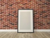 La cornice sul muro di mattoni ed il legno pavimentano la rappresentazione Fotografia Stock Libera da Diritti