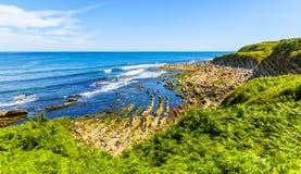 La Corniche, felsige Küste des Atlantiks in Frankreich lizenzfreie stockfotos