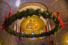 La corona di Natale decora l'interno dell'abbazia della basilica di Dormition Vecchia città di Gerusalemme Israele fotografia stock libera da diritti