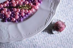 la corona di principessa segna il piatto con lettere immagini stock