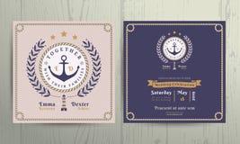 La corona nautica d'annata e la corda incorniciano il modello della carta dell'invito di nozze Fotografia Stock Libera da Diritti