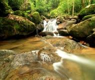 La corriente fuerte de la provincia de Chanthaburi de la cascada de Kate, Thaila Imágenes de archivo libres de regalías