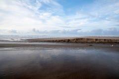 La corriente resuelve el océano Imagenes de archivo