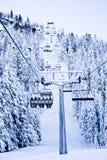 La corsa con gli sci alza in su la montagna Fotografia Stock Libera da Diritti