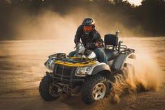 La corsa del ATV è sabbia fotografia stock