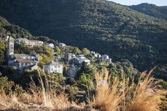 La Corsica, Cap Corse, macchia Mediterranea, sulla strada, movente, strada di bobina, città appollaiata e vecchia Fotografia Stock