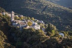 La Corsica, Cap Corse, macchia Mediterranea, sulla strada, movente, strada di bobina, città appollaiata e vecchia Immagine Stock Libera da Diritti