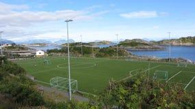 La corte famosa del fútbol en Lofoten Imagenes de archivo