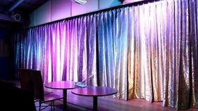 La cortina se abre en la etapa de color claro almacen de metraje de vídeo