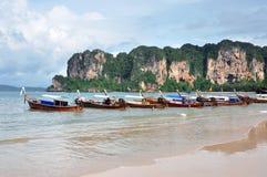 La costa costa con los barcos Fotografía de archivo libre de regalías