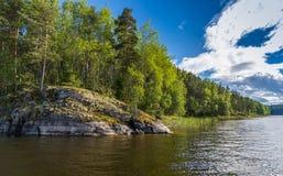 La costa costa del lago Ladoga Foto de archivo libre de regalías