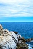 La costa costa rocosa Fotografía de archivo