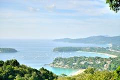 La costa de la playa de Phuket Tailandia se asemeja al número tres Fotografía de archivo libre de regalías