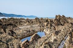 La costa del flysch de Sakoneta, Zumaia - pa?s vasco, Espa?a imagen de archivo