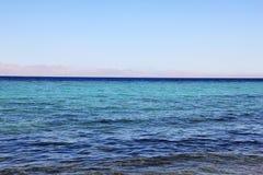 La costa del Mar Rojo en Dahab, Egipto imagenes de archivo