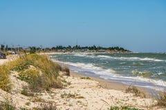 La costa del mare di Azov sullo sputo di Fedotova Immagini Stock