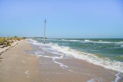 La costa del mare di Azov sullo sputo di Fedotova Fotografie Stock Libere da Diritti