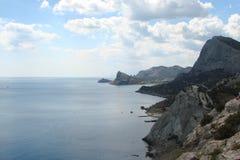 La costa di Mar Nero della parte del sud della penisola della Crimea vicino alla città di Sudak l'ucraina Immagine Stock Libera da Diritti