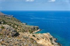 La costa di mare rocciosa sull'isola immagine stock libera da diritti