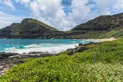 La costa a lo largo de la bahía de Kaupo, Oahu, Hawaii imagen de archivo