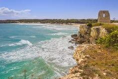 La costa más hermosa de Apulia: ` Orso Bay, ITALIA Lecce de Torre Dell Imagenes de archivo