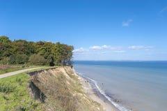 La costa ripida di Brodtener vicino al nde del ¼ di Travemà immagine stock libera da diritti