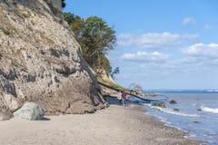 La costa ripida di Brodtener vicino al nde del ¼ di Travemà fotografie stock