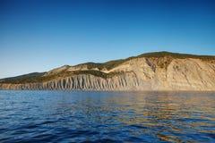 La costa rocosa del mar Fotografía de archivo libre de regalías