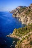 La costa rugosa de Amalfi en Italia meridional Foto de archivo