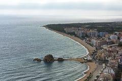 La costa costa y la parte central de la ciudad de Blanes España, Fotografía de archivo libre de regalías