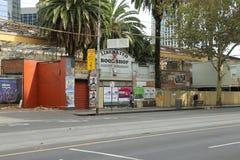 La costruzione che alloggia il now ha dilapidato libreria liberata fra la stazione della via del Flinders ed il vicolo della bana Immagine Stock