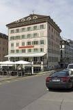 La costruzione con la facciata decorata in Einsiedeln Fotografie Stock